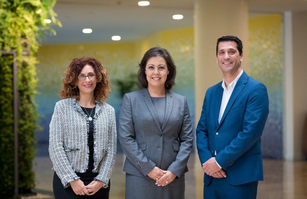 Victoria López, directora general de GF Hoteles y consejera de Grupo Fedola (centro), María Molinero, subdirectora (ida) y Gustavo Hernández director de GF Victoria (dcha)